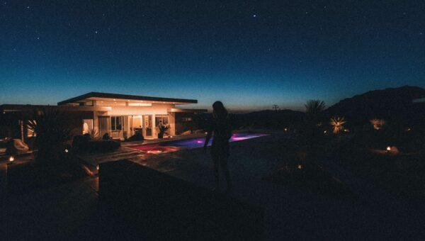 Desert backyard home featuring Arizona landscaping trends.