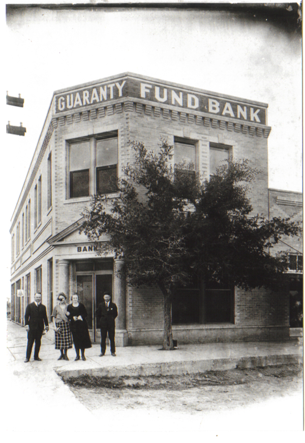 Bank-with-Dunlap-1912
