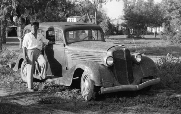 La Feria industrialist, J.C. Dunn, gave the author this 1934 Buick sedan for free as a reward for getting it running. Photo: blog.hemmings.comLa Feria industrialist, J.C. Dunn, gave the author this 1934 Buick sedan for free as a reward for getting it running. Photo: blog.hemmings.com