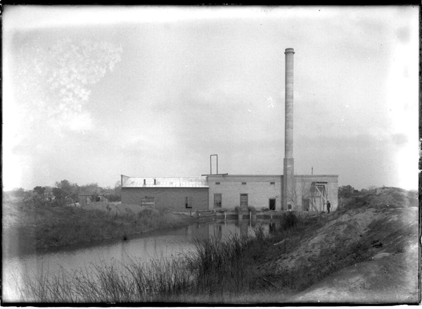 The La Feria pumping plant, February 2, 1920. A group of local men formed a company for the construction of an electric plant in 1919 when La Feria had its' first electric service.  The city leased the plant which consisted of a one cylinder diesel engine and a small generator. This equipment was located at the second lift pumping plant of the La Feria Water District, and the generator was connected to it when the pumping plant was in operation. Photo: Robert Runyon Photograph Collection/The Center for American History and General Libraries, University of Texas at Austin