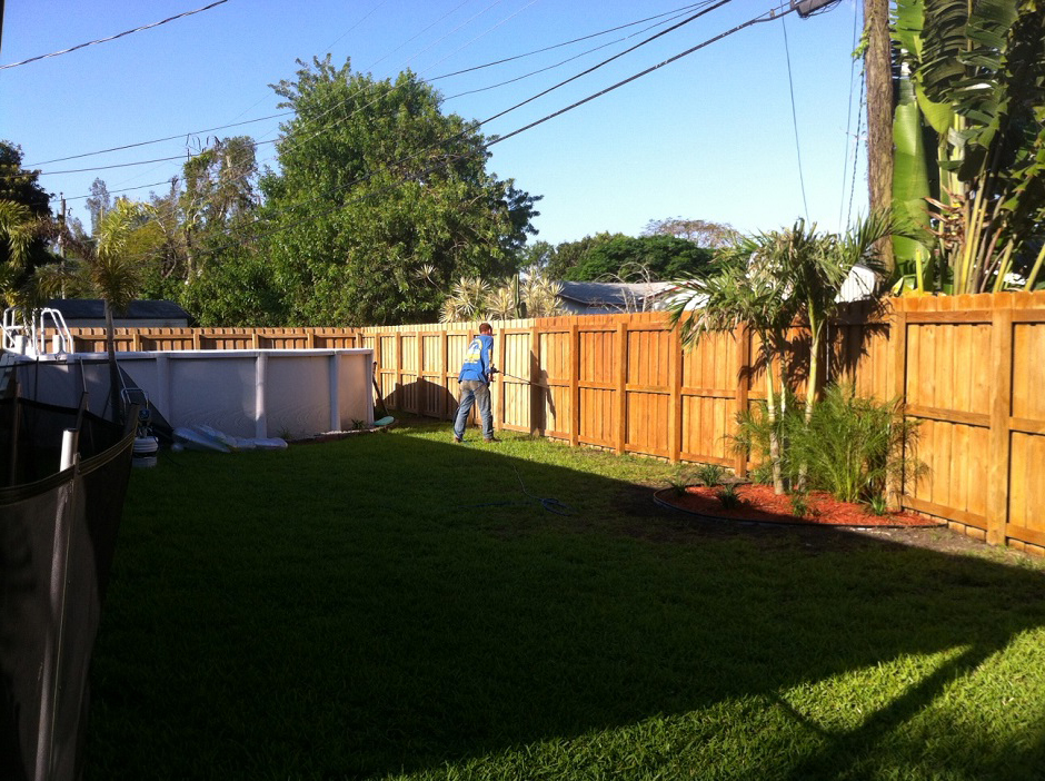 Fence Pressure Cleaning and Sealing