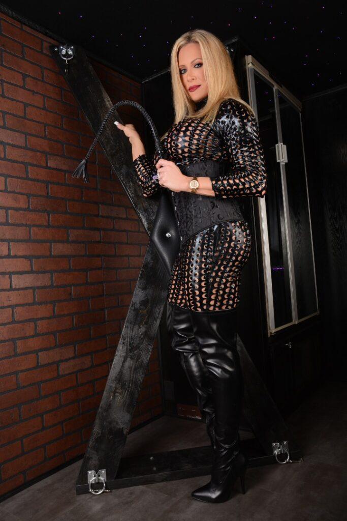 Mistress Pasha side