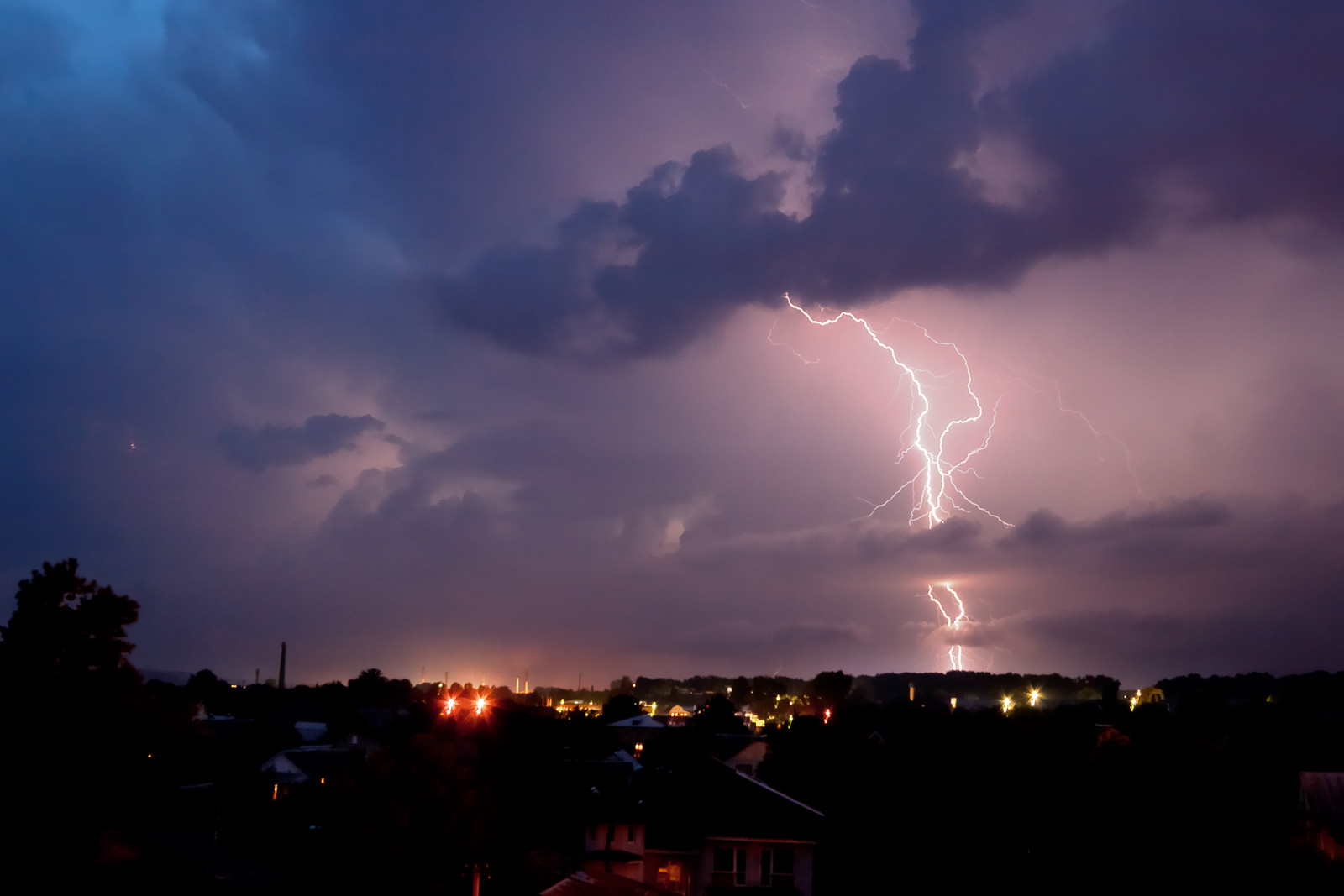 5 Ways to Get Your House Ready for Severe Storms - Storm brewing image