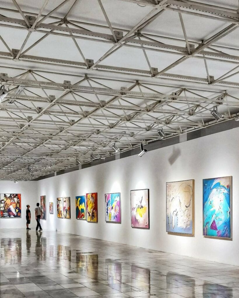 colorful-arts-hanging-on-wall-2372978