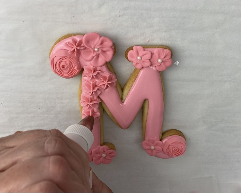 Pipe flowers on M for Mother's Day Flower Cookies