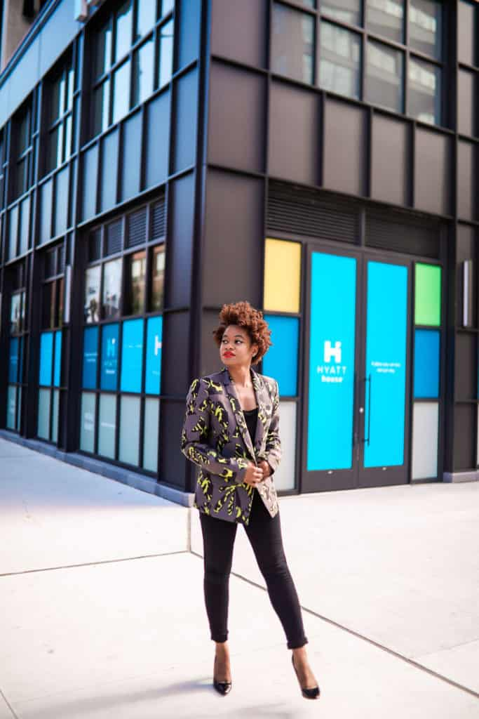 Women's printed blazer and black skinny jeans
