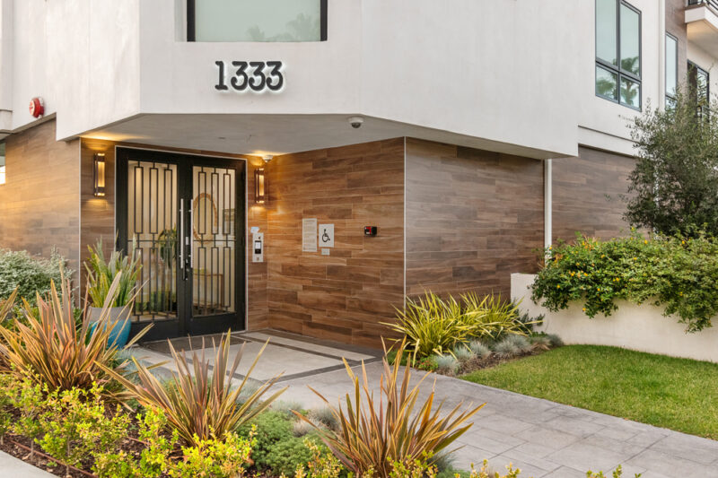 1333 Beverly Green Dr #201 28