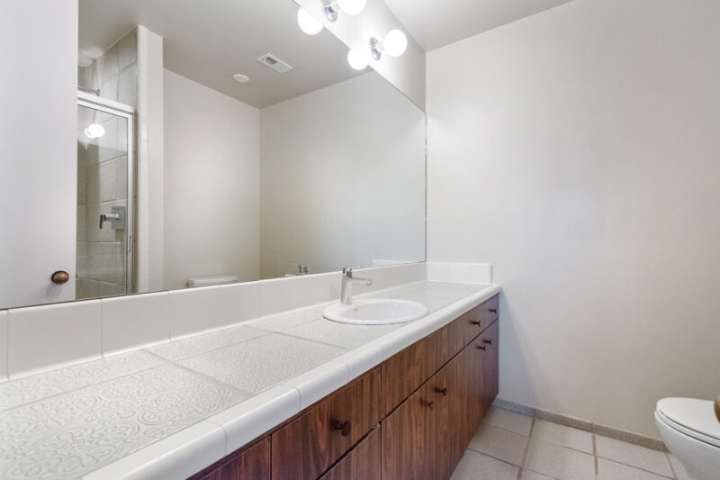 2285 N Hobart Blvd 21