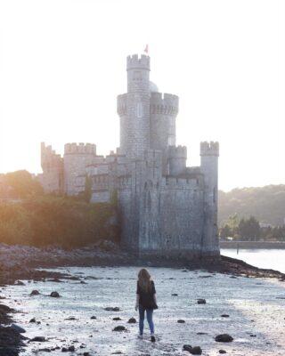 """""""Fairy tales are more than true: not because they tell us that dragons exist, but because they tell us that dragons can be beaten."""" —Neil Gaiman . 🇮🇹E anche questo viaggio e' quasi giunto alla fine. Sto andando a Dublino dopo una settimana passata tra villaggi, castelli e natura nei dintorni di Cork, una parte d'irlanda che regala tanta pace e bellezza. Presto pubblicherò un articolo sul blog con un po' di consigli su cosa vedere a Cork e dintorni, nel frattempo se volete continuare a vedere posti stupendi nel resto dell'isola di Irlanda  seguite il profilo di @turismoirlanda  Foto scattata a Black Rock Castle, che si trova a pochi chilometri fuori da Cork sulle sponde del fiume Lee. #irlandacheamo  #turismoirlanda #ad . 🇬🇧This trip is already coming to an end. On my way to Dublin after a week spent in the southern part of the country, among villages, nature, beautiful people and lots of Guinness 😅 Ireland I'll miss you 💛"""