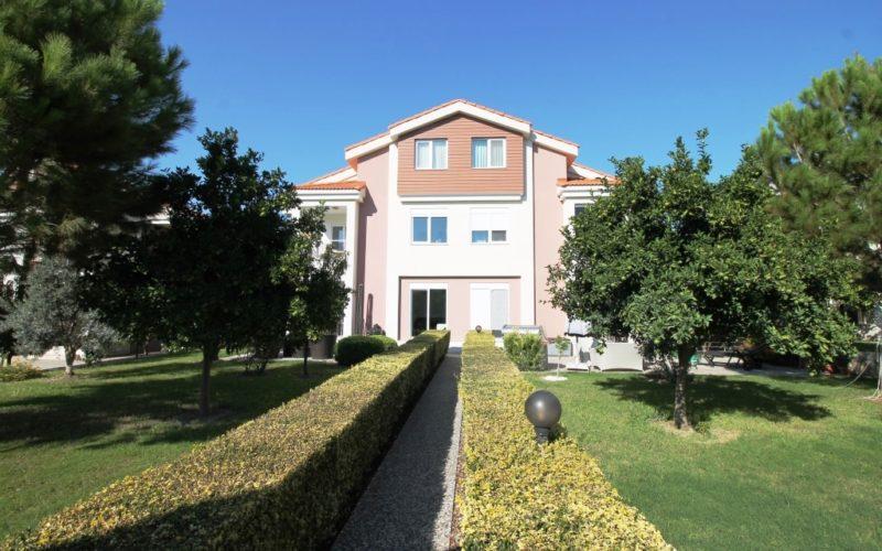 Aquarius Club Villa with private garden