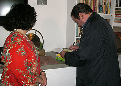 emeril-signing-books
