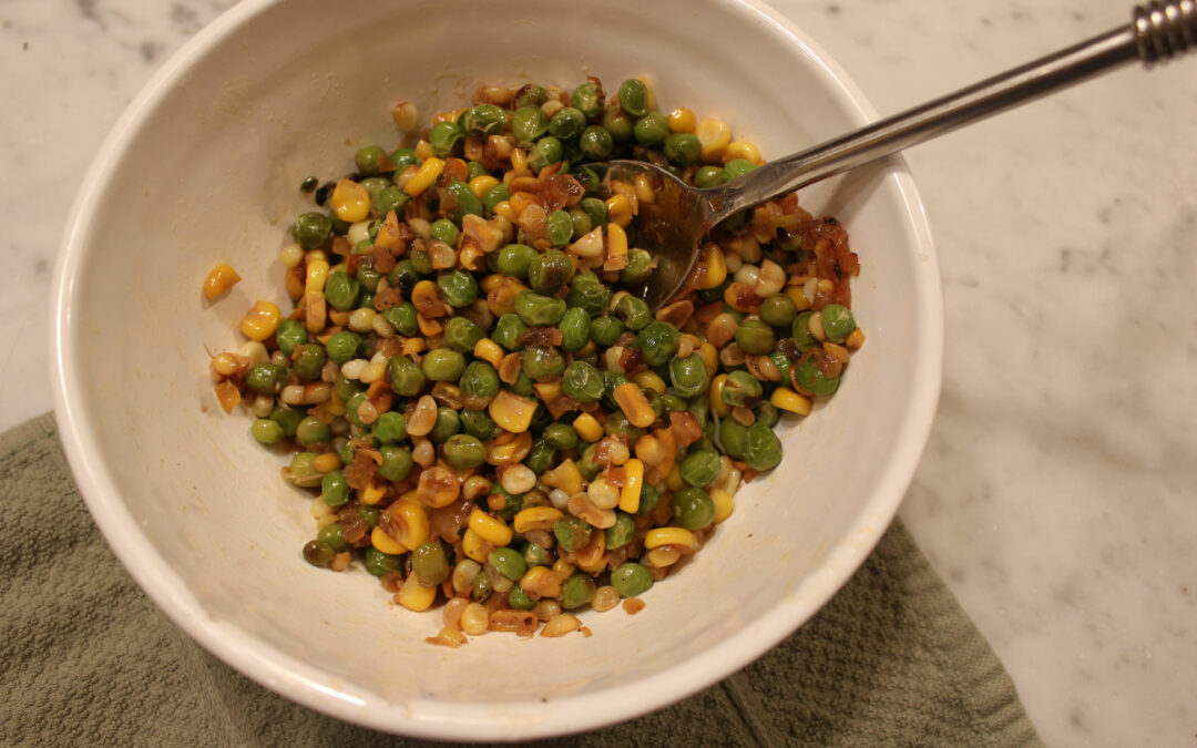 Thanksgiving Idea: Simple and Colorful Side Dish of Shallots, Corn and Peas