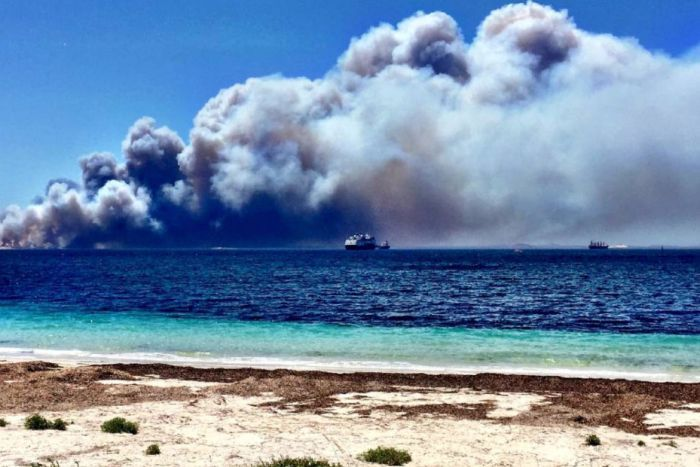 PHOTO: Major bushfires which destroy large areas of land are common in Western Australia. (Supplied: Esperance Express/Fairfax Media)