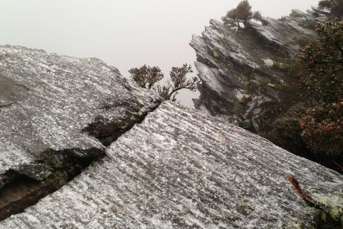 PHOTO: Snow is a common sight on Bluff Knoll in the Stirling Ranges during the winter months. (ABC News: Jacob Kagi)