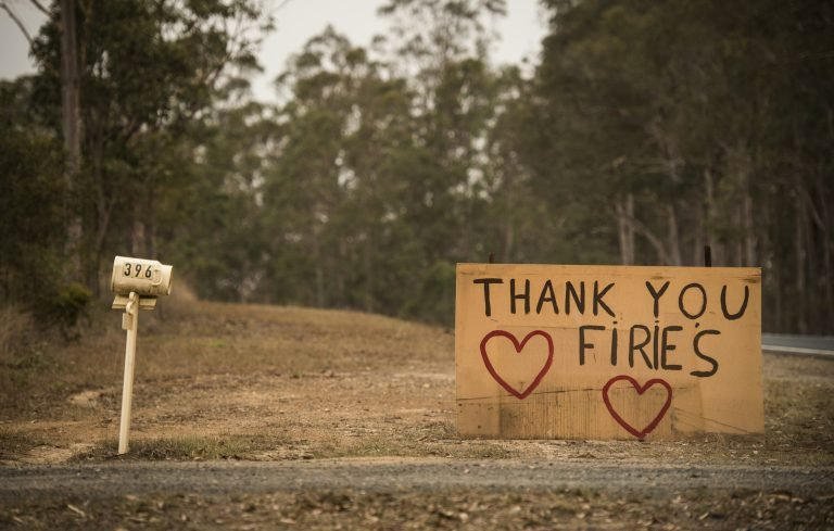 A sign thanking the fire fighters at Yarravel. Photo: Wolter Peeters, 13th November 2019, The Sydney Morning Herald.