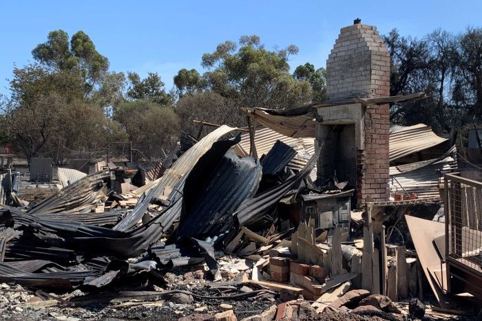 PHOTO: This home was completely destroyed by the bushfire. (ABC News: John Dobson)