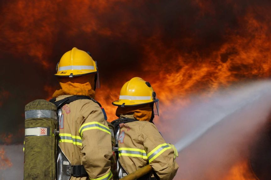 Firefighting has been dogged by turf wars between Victoria's volunteers and career firefighters for years.(Supplied: CFA)