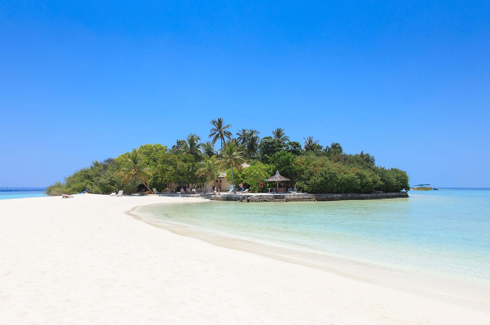 Embudu-Village-The-Island-Beach
