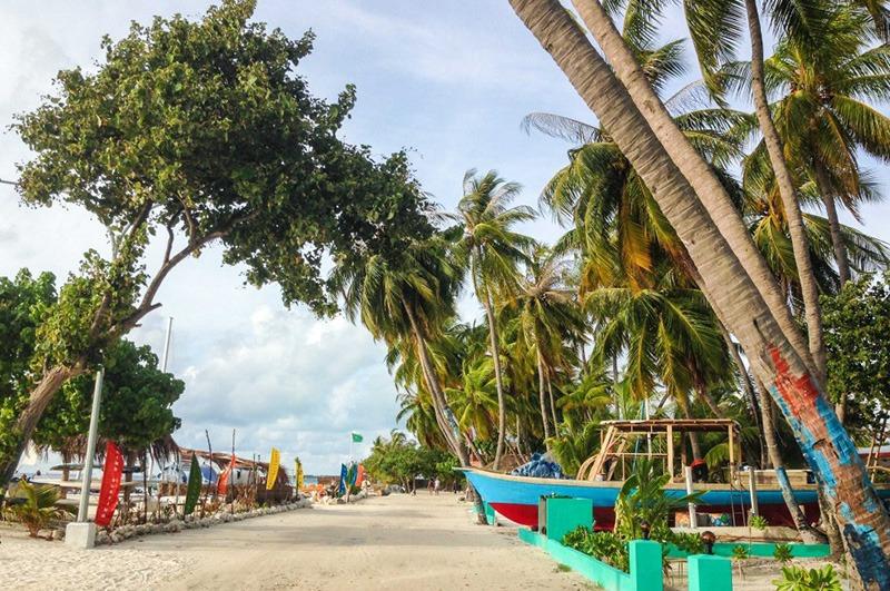 Embudu-Village-Snorkelling-Island-Excursion