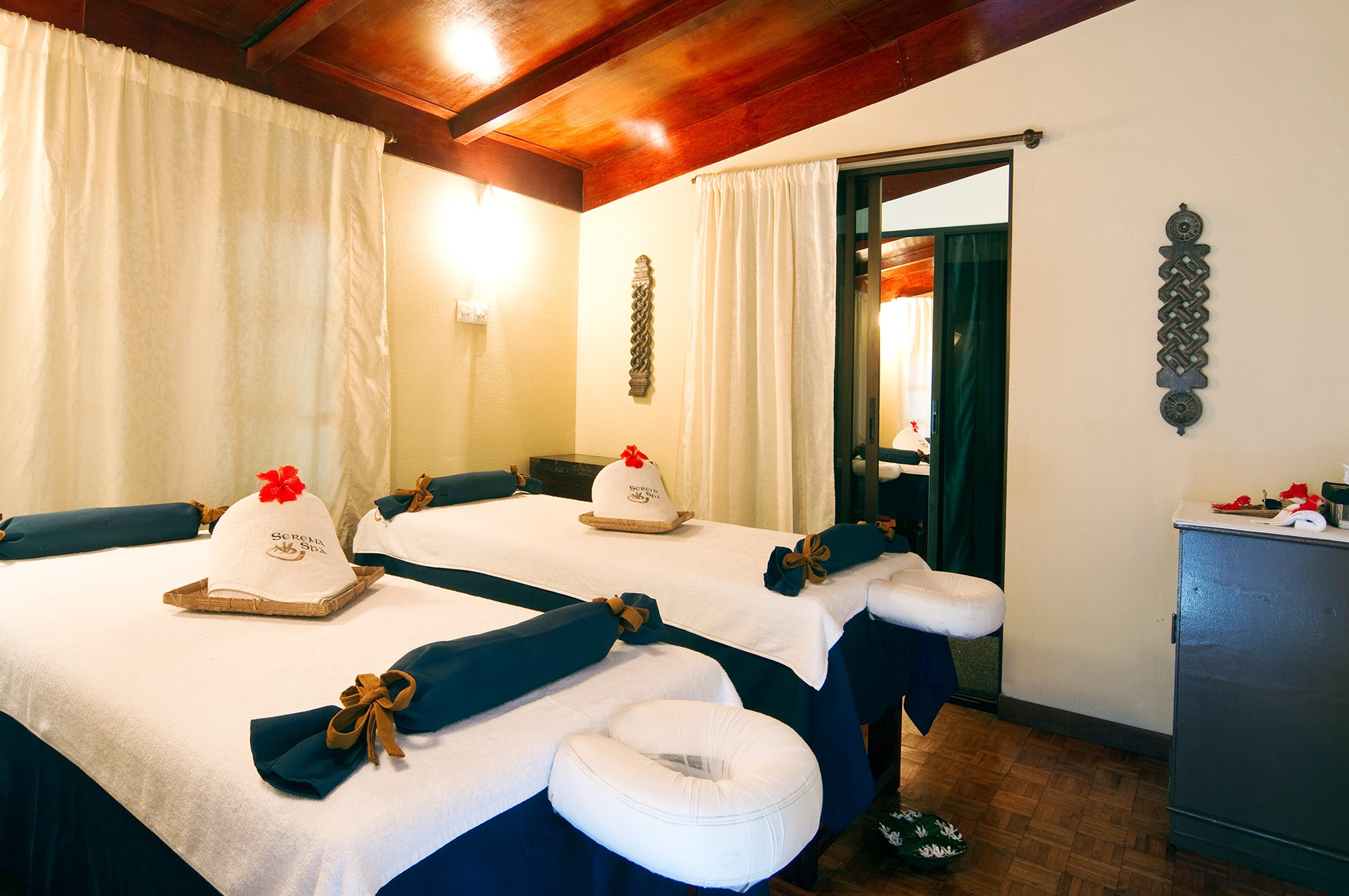 Embudu-Village-Spa-Room