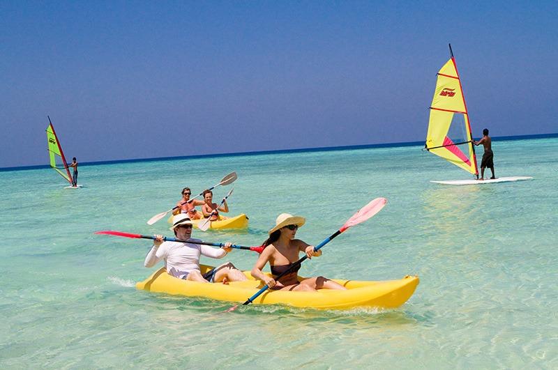 Embudu-Village-Water-Sports