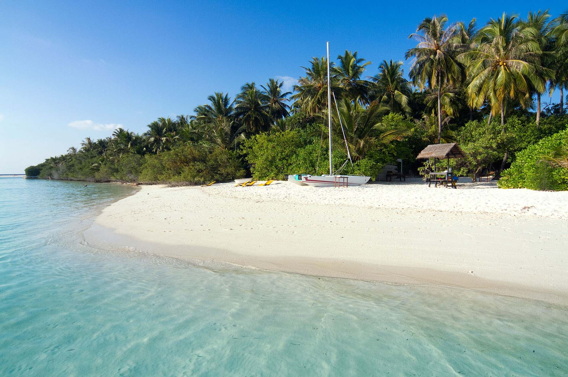 Embudu-Village-Beach-Water-Sports
