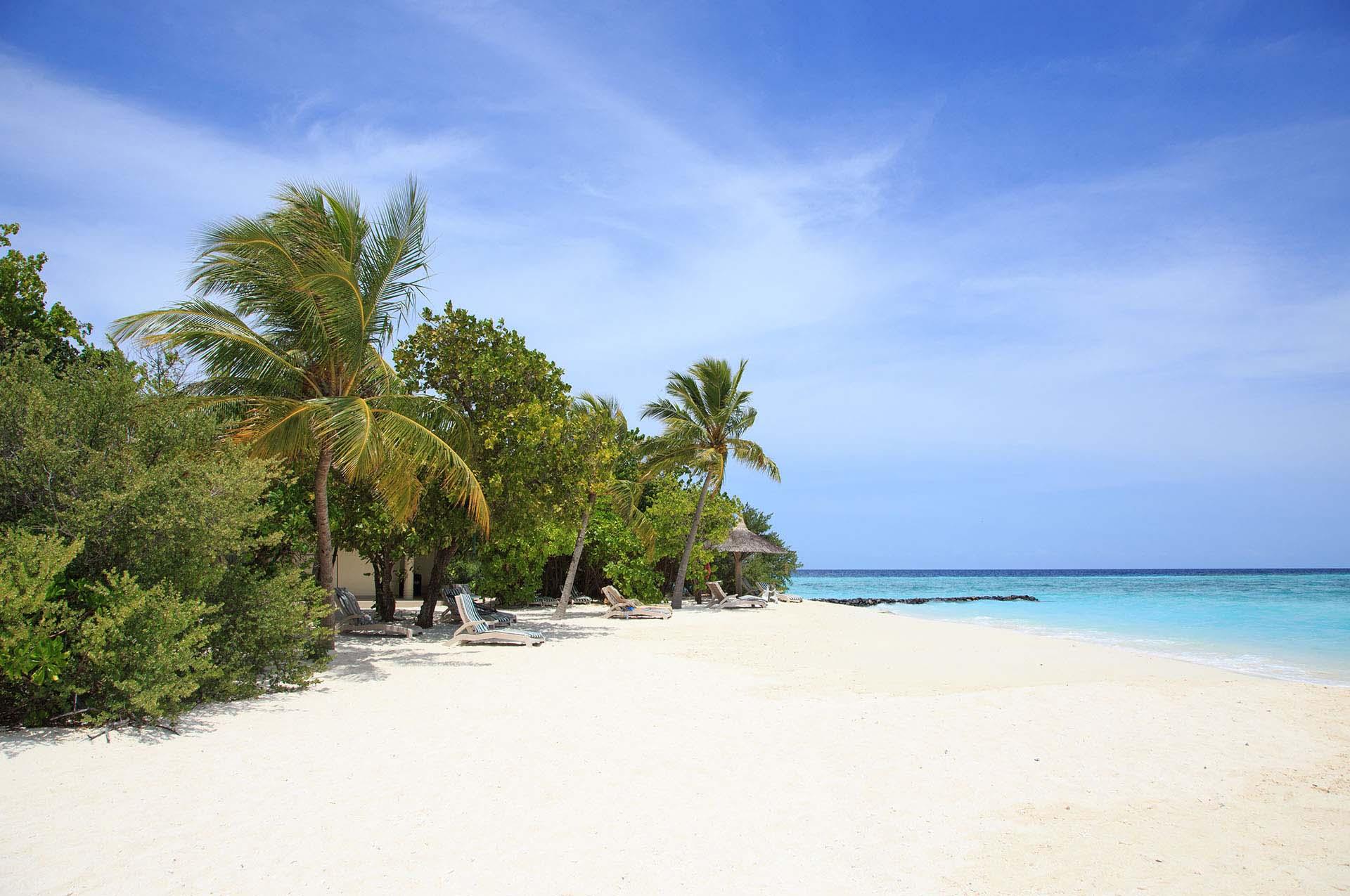 Embudu-Village-Beach
