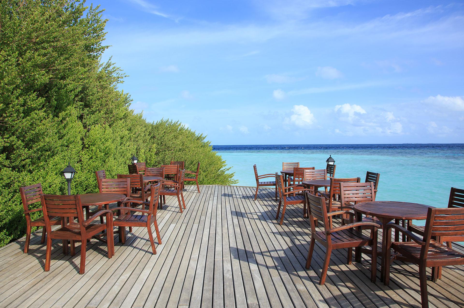 Embudu-Village-Bar-Sun-Deck