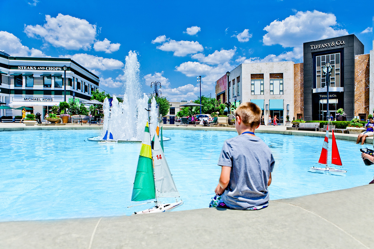 radio controlled boat pool at Easton Town Center