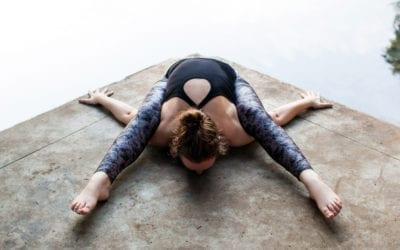 Le dos plat en yoga