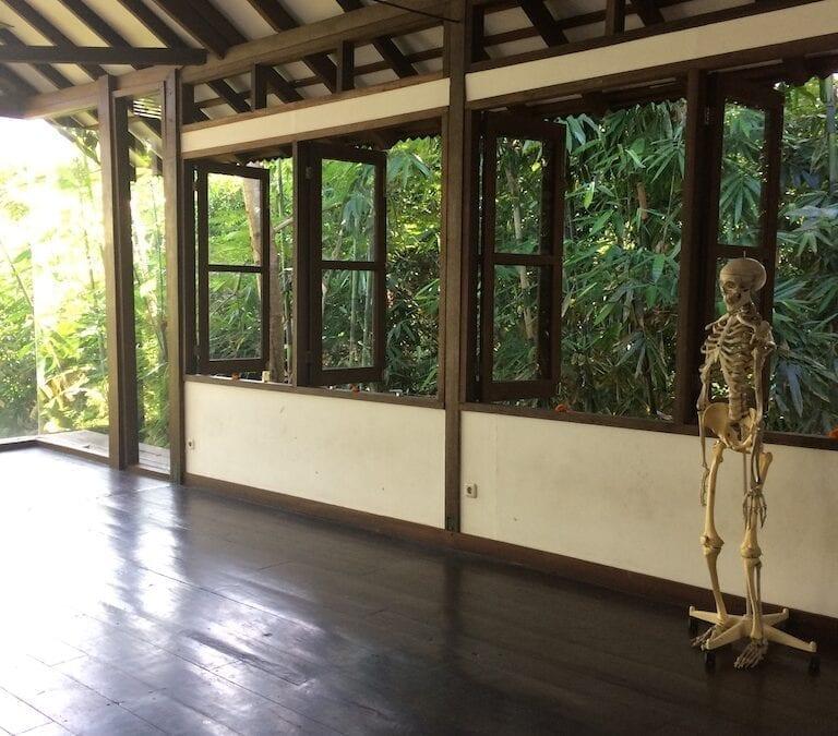 Faire une posture de yoga