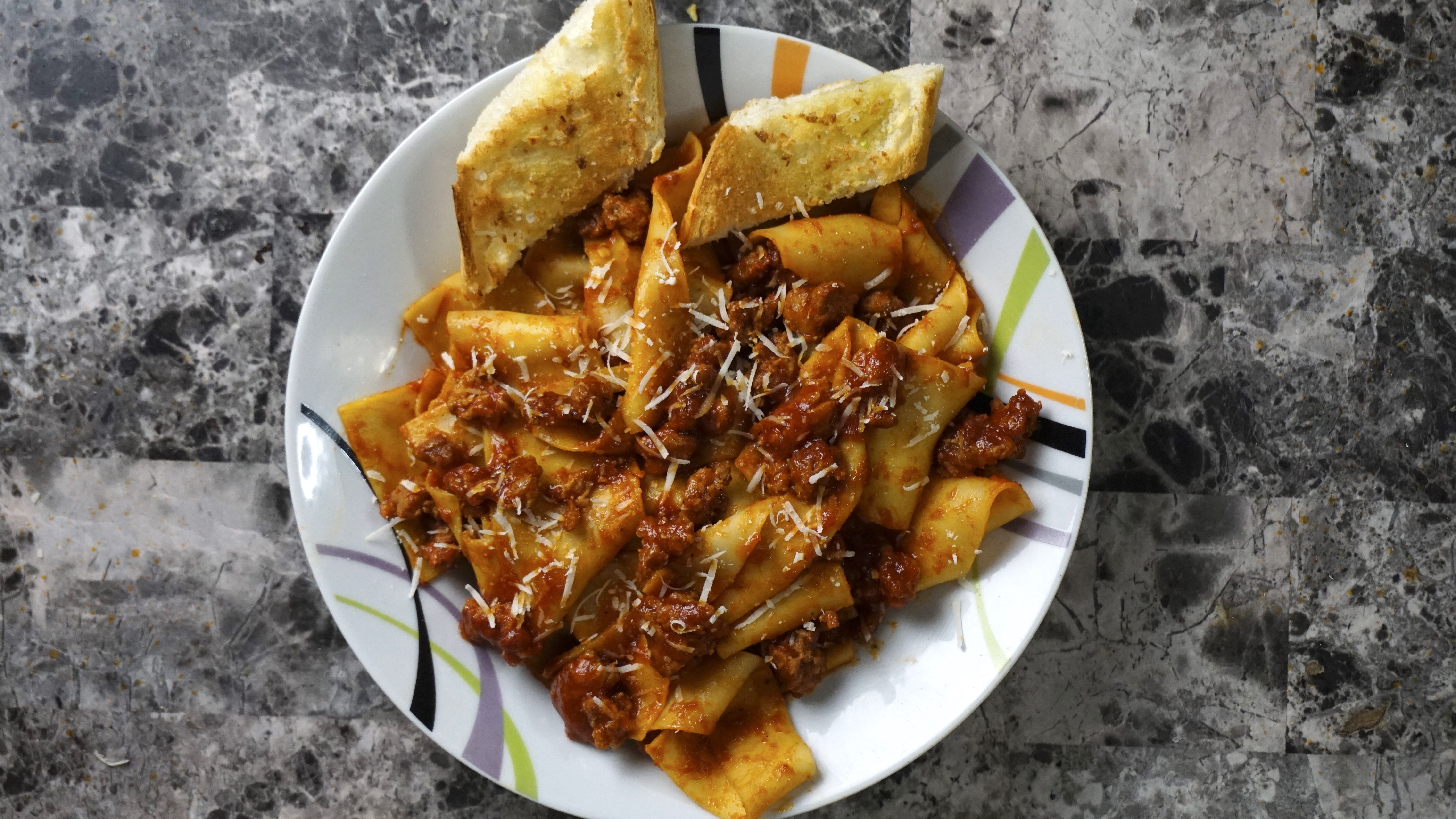 Sausage Bolognese with Fresh Pasta & Garlic Bread