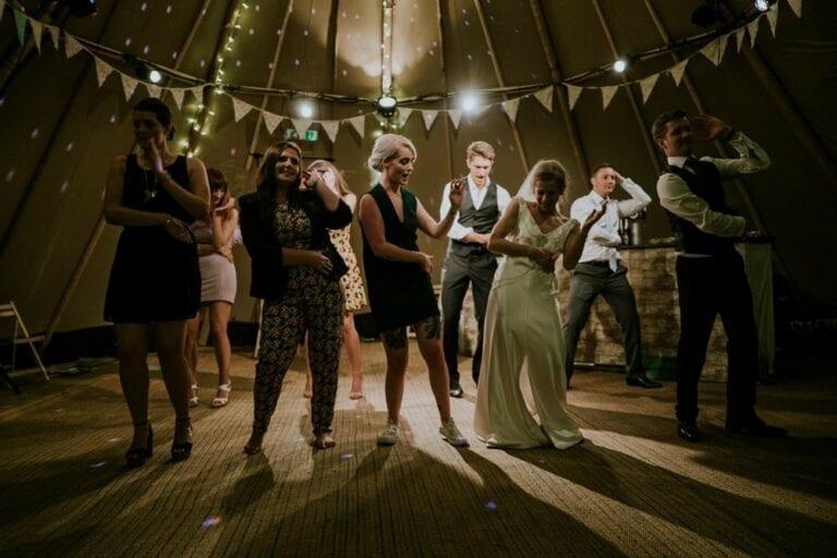 Wedding party dances at wedding best service
