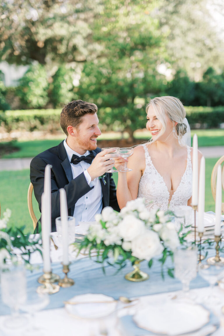Outdoor wedding reception at the Palmetto Club with dusty blue wedding menus designed by Florida wedding stationer, Emery Ann Design.