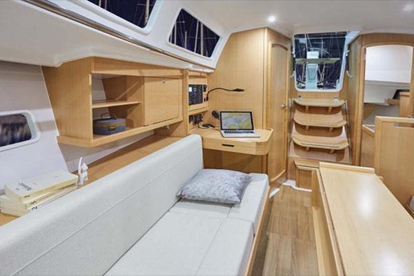 Jeanneau 319 interior