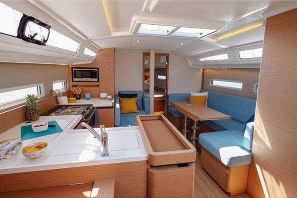 Jeanneau 410 interior