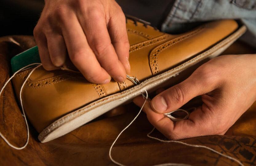 Como funciona o processo de fabricação de calçados?