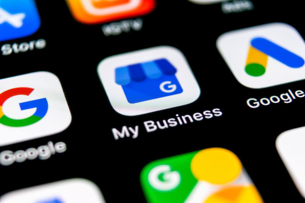Zoom da tela de celular com foco no aplicativo do Google Meu Negócio.