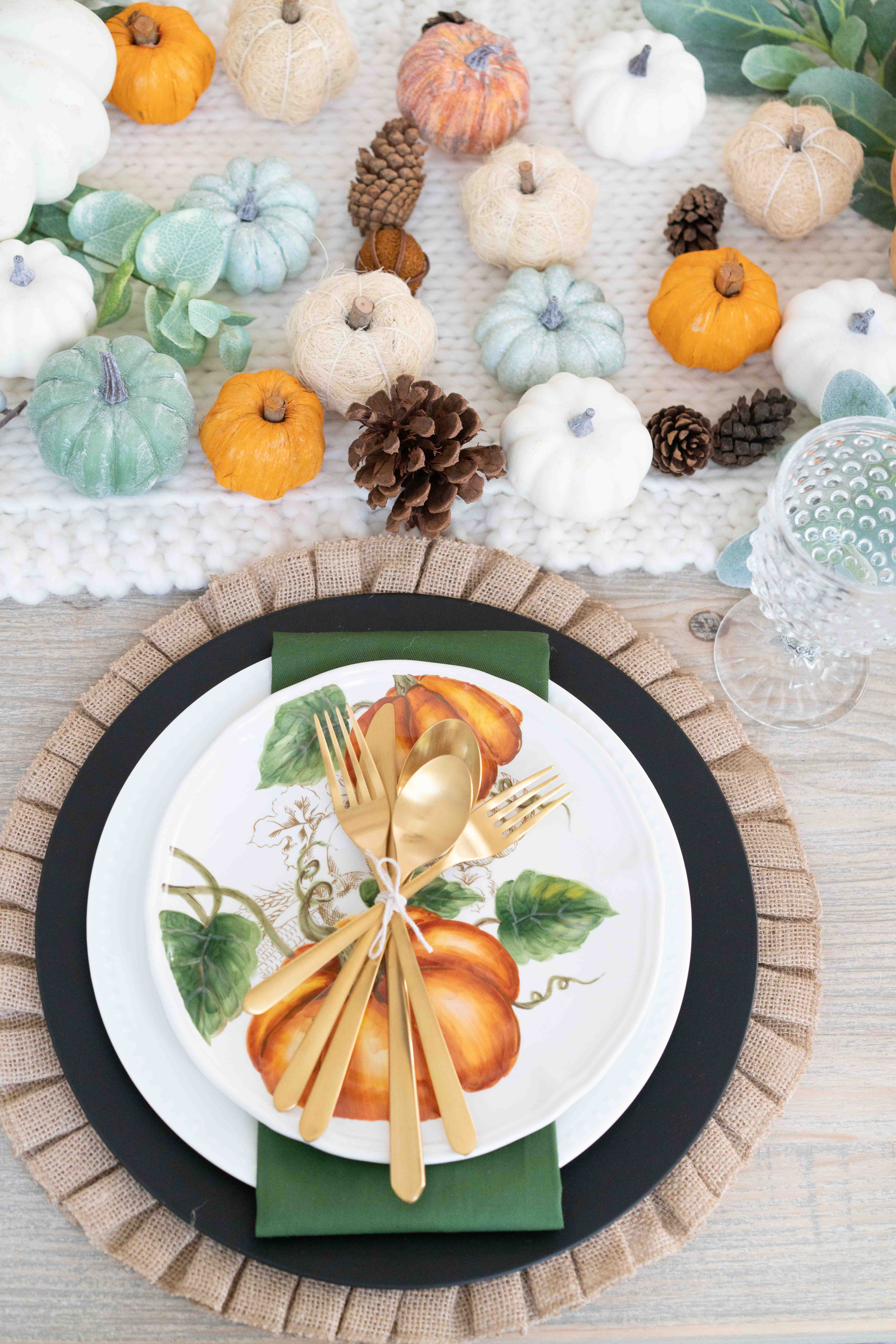 How to Decorate Your Dining Room for Fall