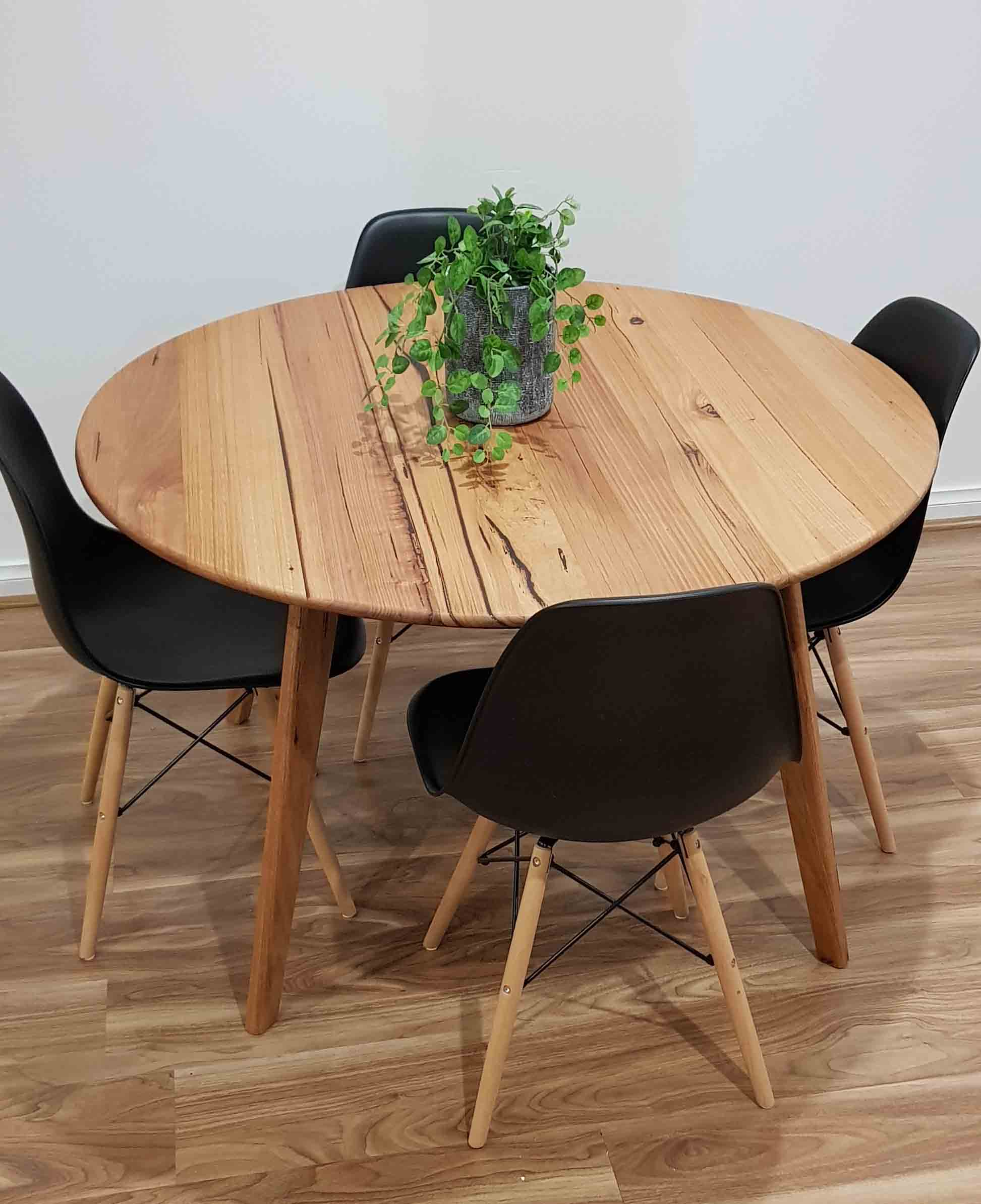 round dining room table image