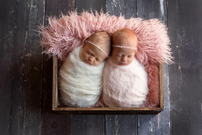 newborn photographer for twins
