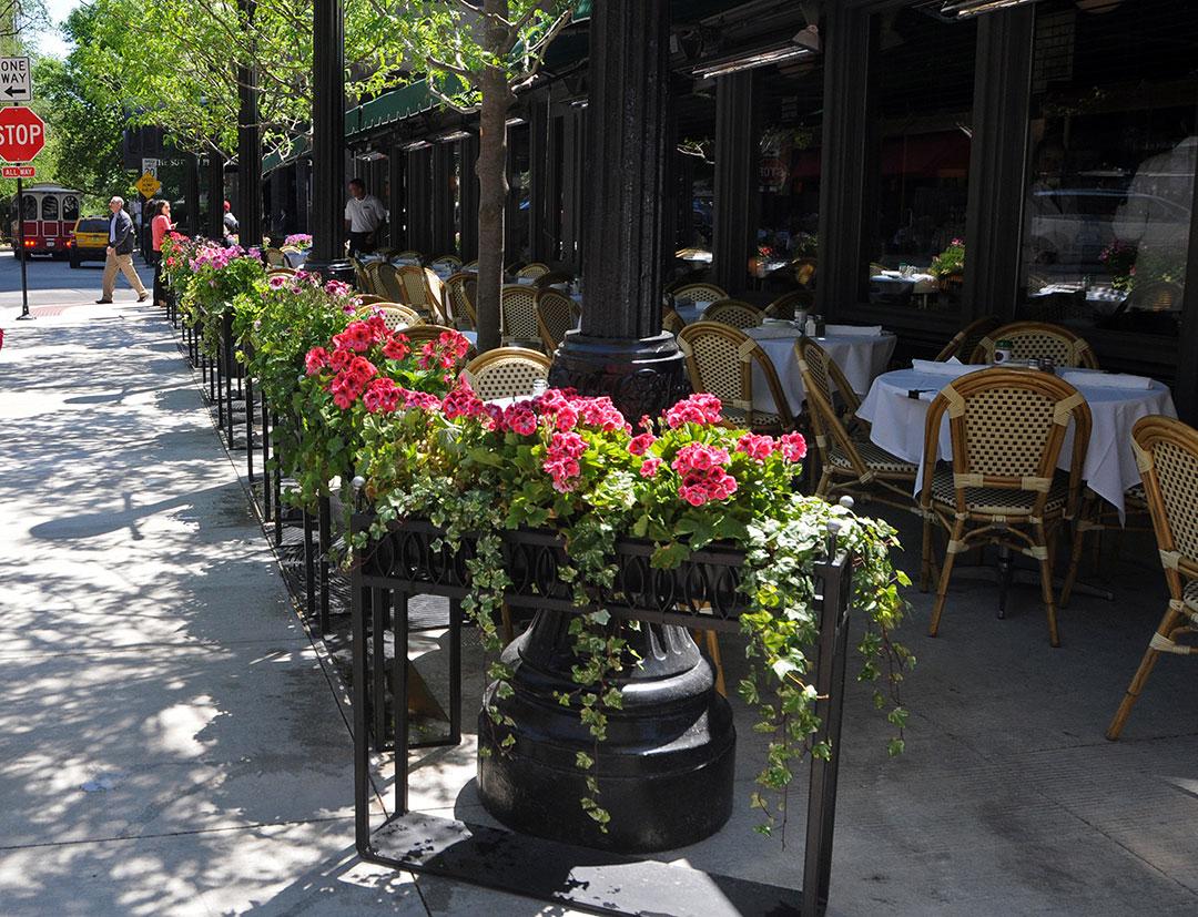 مجموعة من المطاعم مدينة شيكاغو التي فتحت ابوابها لتقديم الوجبات في الخارج