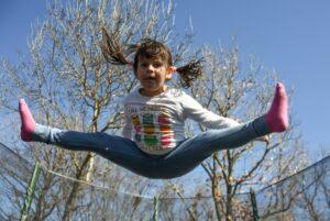 happy kid 2117976 1920 300x201 - Mães no Canadá: Brincadeiras para divertir os pequenos no verão canadense 🍁