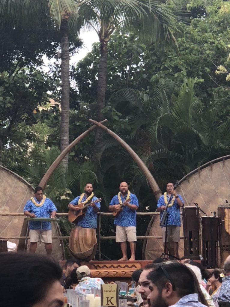 Hawaiian Family Vacation - image  on https://iamtheflywidow.com