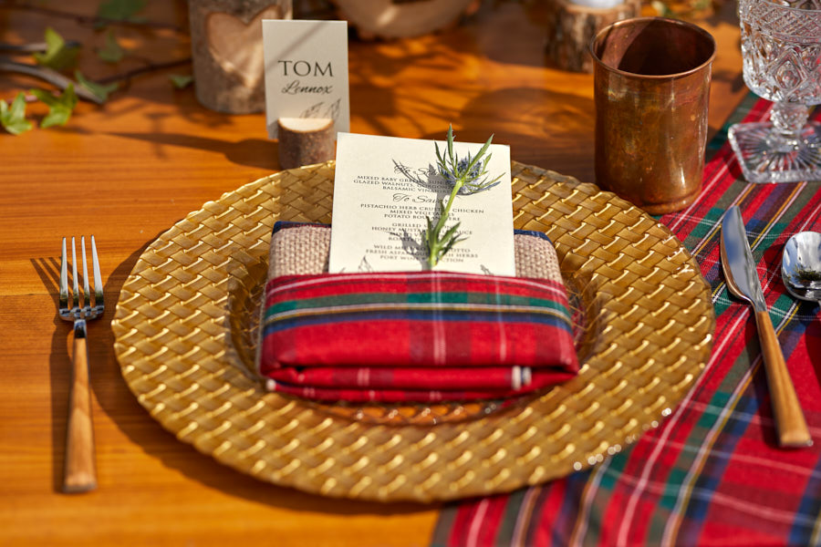thistle, wedding place setting, tartan linen, tartan napkin, wedding dinner menu
