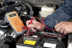 mechaninc checking car battery