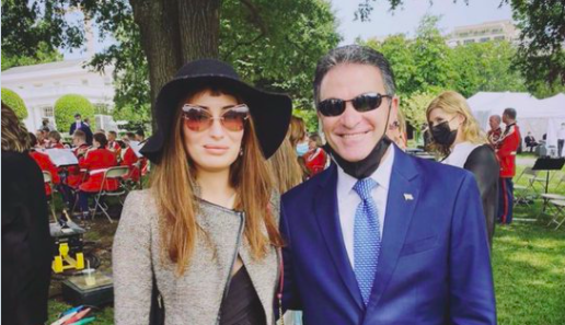 Iraqi Beauty Queen Proves She is Not a Mossad Agent–by Taking a Selfie With Mossad Chief