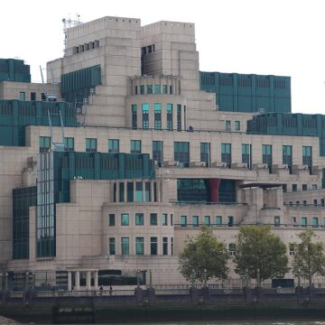 Cyberwar Pits Coders of MI6 against Huawei