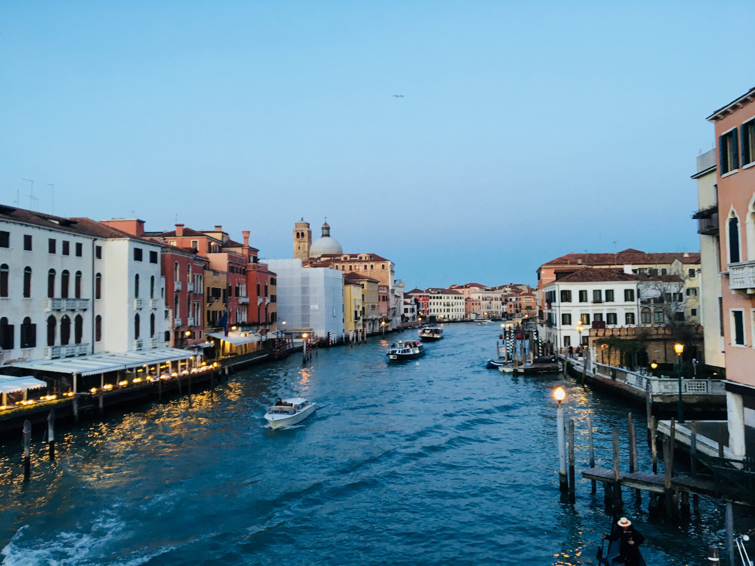 🇮🇹Italy–the Carnival of Venice became official in the Renaissance.文藝復興後成一年一度的威尼斯面具節