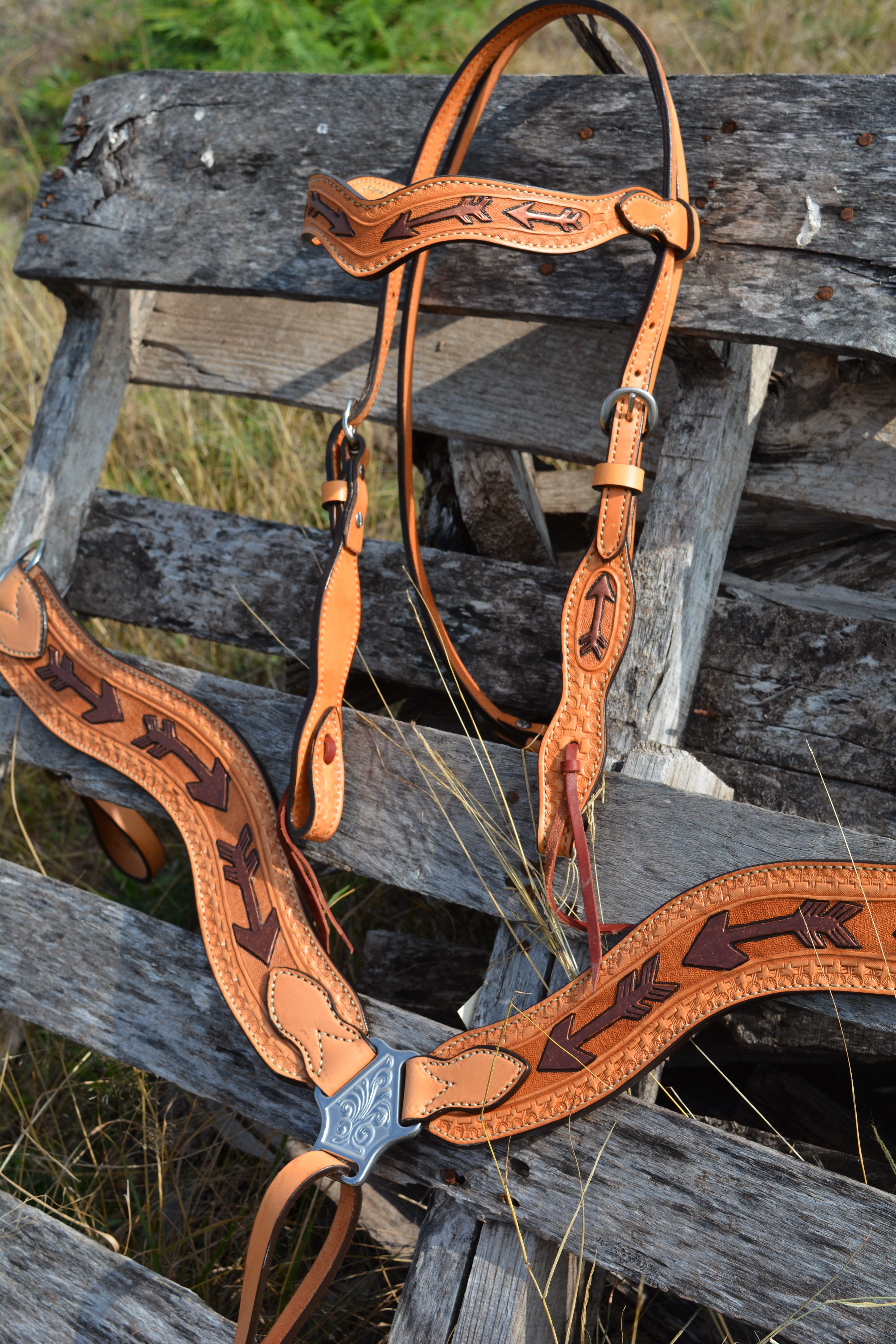 3017-RA Wave Style Breastcollar with Arrow Tooling